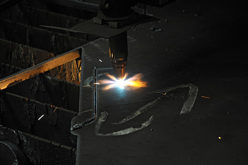 Plasma cutting of steel plates in Rädlinger's faciltiy in Cham, Germany