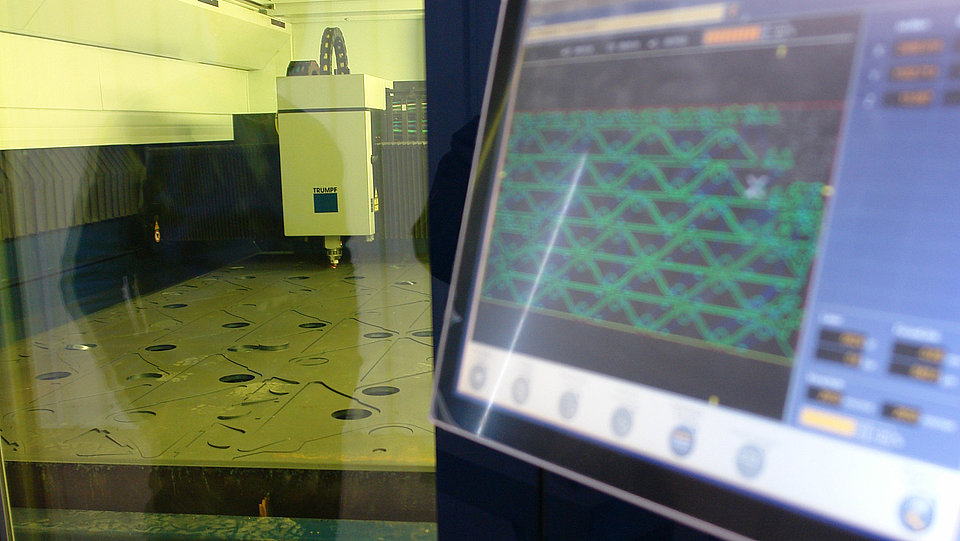 Laser cutting of steel plates in Rädlinger's facility in Schwandorf, Germany